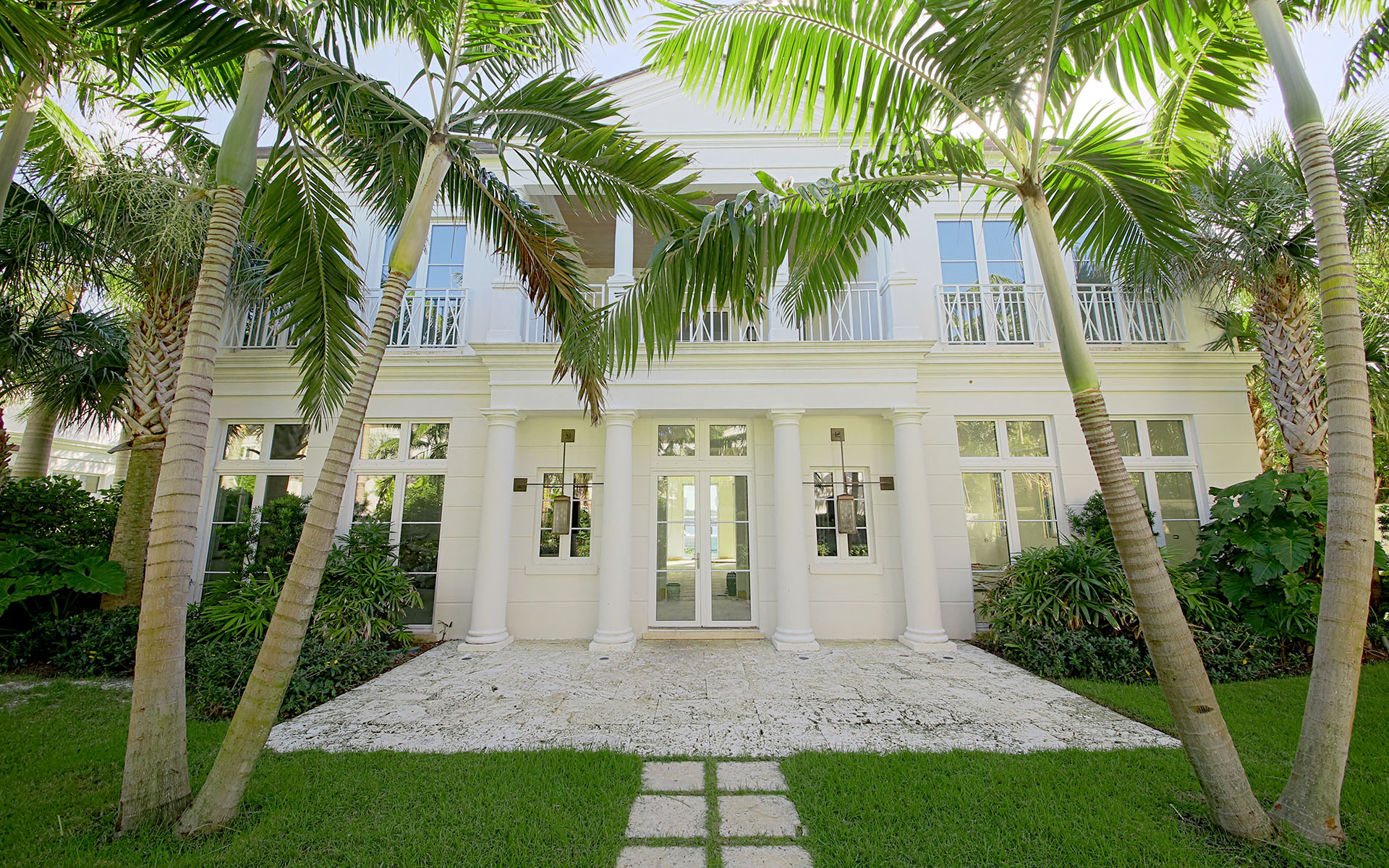 Additional photo for property listing at Gorgeous Waterfront Home on Paradise Island - MLS 31737 Paradise Island, Nassau And Paradise Island, Bahamas