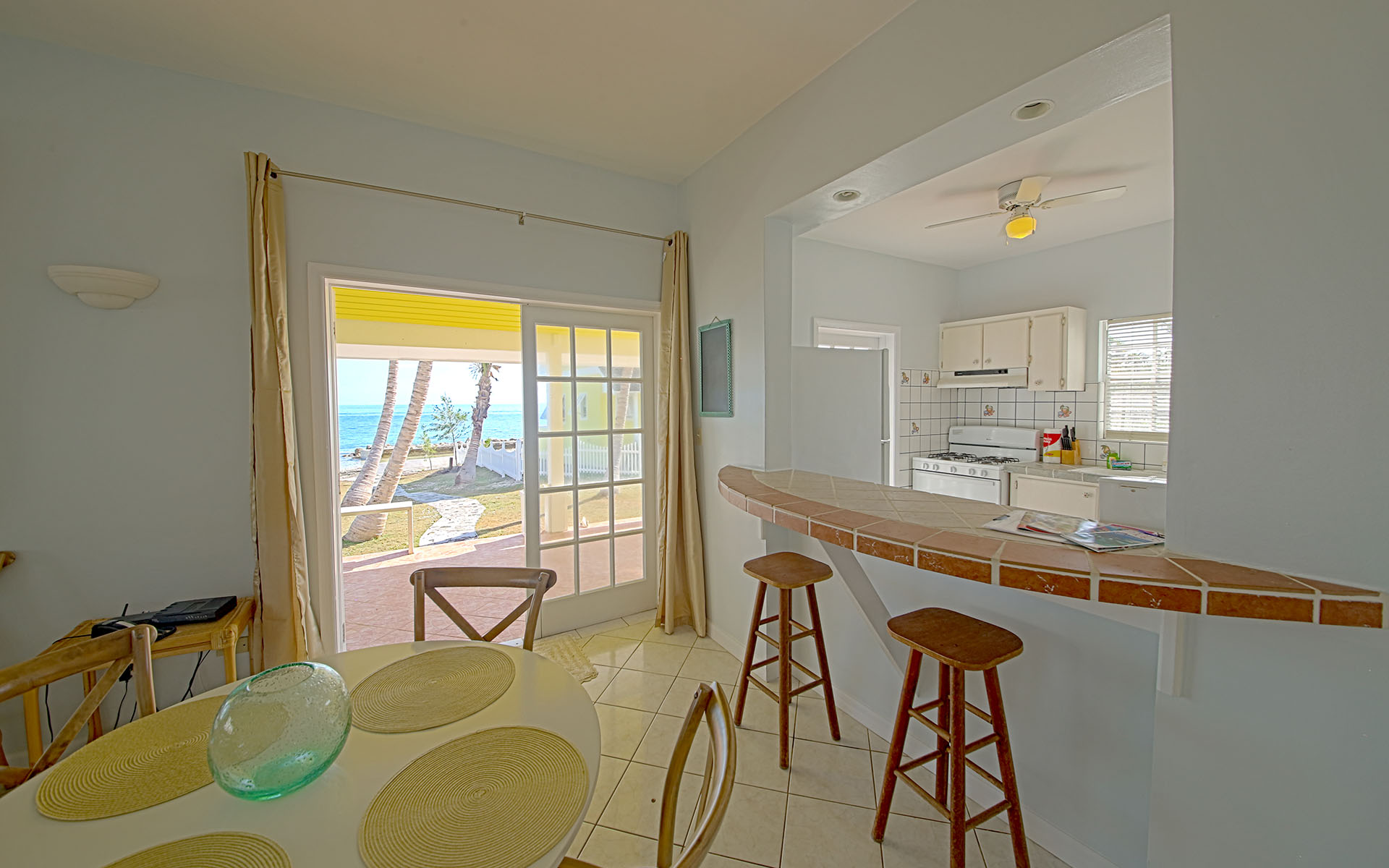 Additional photo for property listing at Oceanfront Retreat on Eastern Road Eastern Road, Nassau And Paradise Island, Bahamas