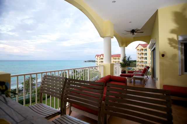 Additional photo for property listing at Caves Heights Contemporary Condo Bahamas