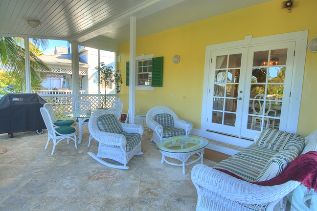 Additional photo for property listing at Sandyport Home on the Canal バハマ
