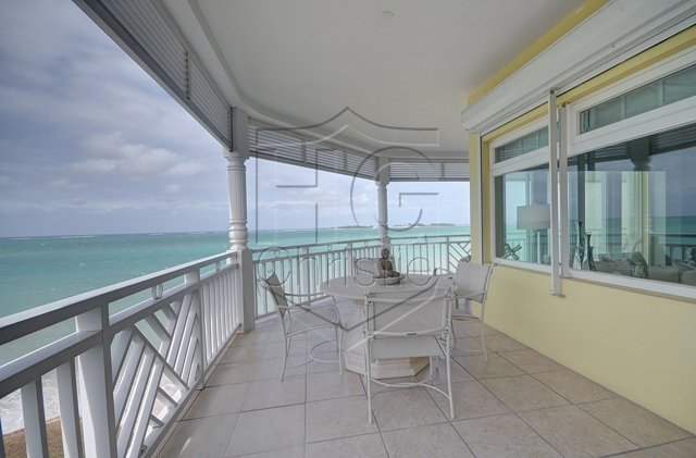 Additional photo for property listing at Luxurious Beachfront Condo Cable Beach, Nassau And Paradise Island, Bahamas