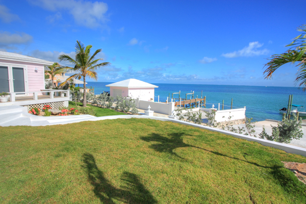Additional photo for property listing at Immaculately Restored Waterfront Eastern Shores Home, With 2 Docks & Pool Abaco, Bahamalar