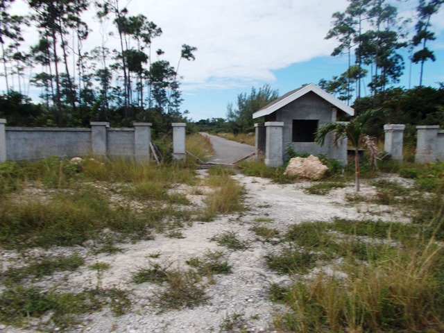 Additional photo for property listing at Beautiful Vacant Lot On South Ocean Boulevard Bahamas