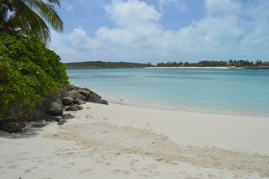 Additional photo for property listing at Frozen Cay, Private Island in The Berry Islands - MLS 30610 Berry Islands, Bahamas
