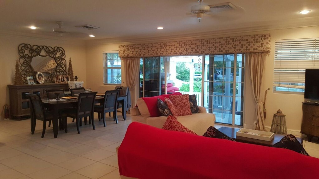 Additional photo for property listing at Very Private And Well Built Home On Canal Sandyport, Cable Beach, Nassau And Paradise Island Bahamas