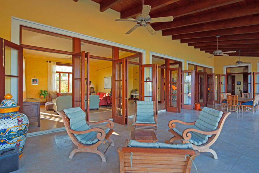 Additional photo for property listing at Canal and Oceanfront Home Bahamas