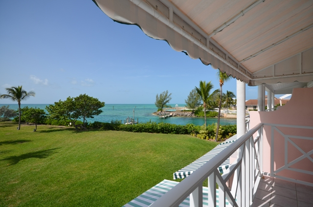 Additional photo for property listing at Tastefully renovated Beachfront Townhouse in a Gated Community Nassau New Providence And Vicinity
