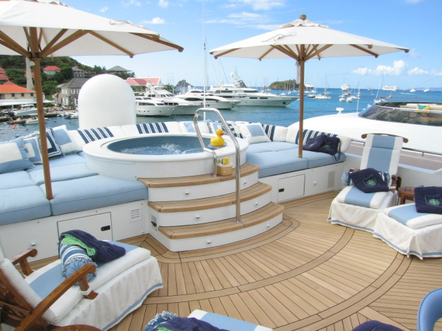 Additional photo for property listing at LUXURY YACHT CHARTERS - A Simply Unforgettable Vacation Paradise Island, Nassau And Paradise Island, Bahamas