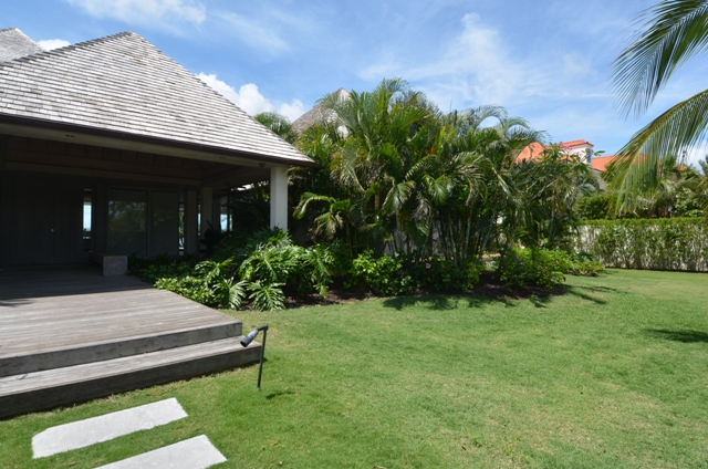 Additional photo for property listing at Private Waterfront Villa in famed Ocean Club Estates Ocean Club Estates, Paradise Island, Nueva Providencia / Nassau Bahamas