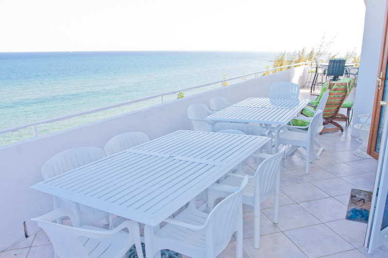 Additional photo for property listing at Spacious Silver Point Penthouse with Dazzling Ocean and Beach Views Багамские Острова