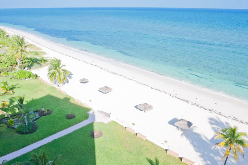 Additional photo for property listing at Spacious Silver Point Penthouse with Dazzling Ocean and Beach Views Bahama Eilanden
