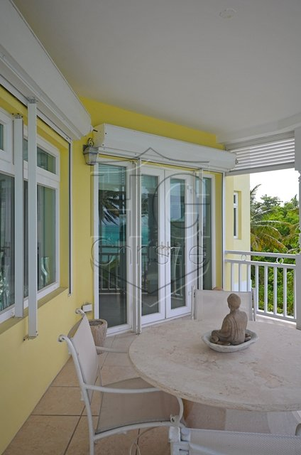 Additional photo for property listing at Luxurious Beachfront Condo Nassau New Providence And Vicinity