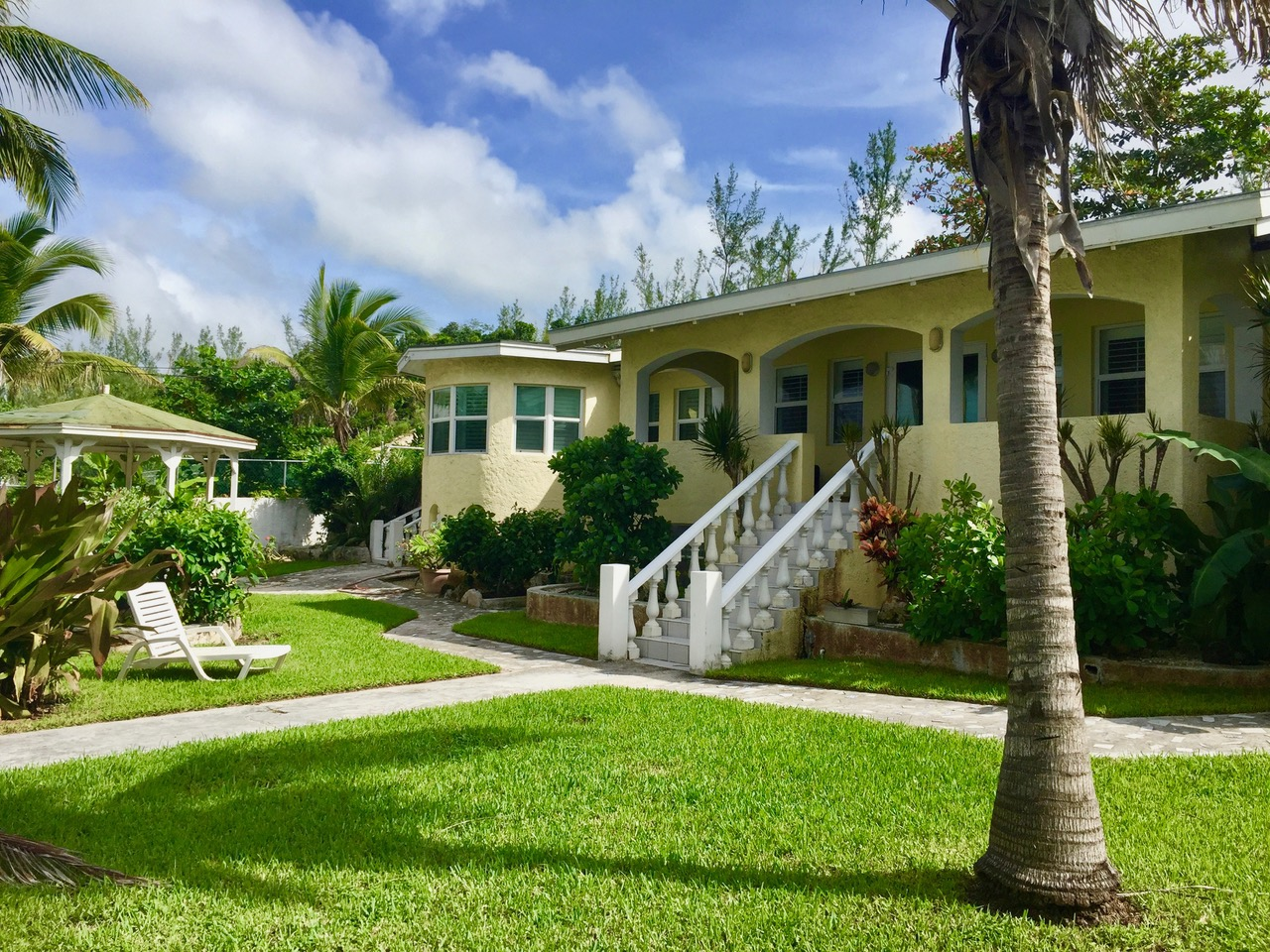 Additional photo for property listing at Across From The Sea Nassau And Paradise Island, Bahamas