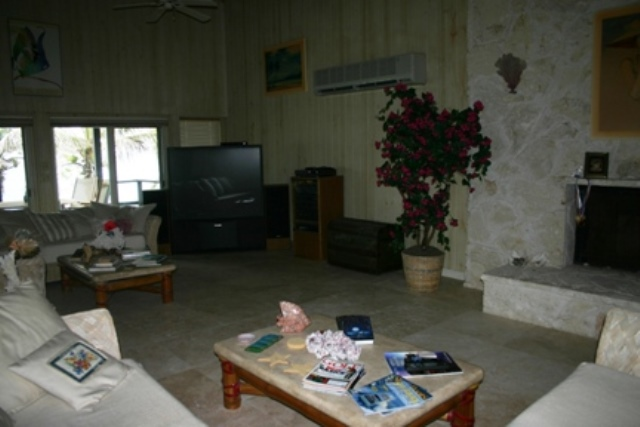 Additional photo for property listing at Island Waterfront Retreat バハマ