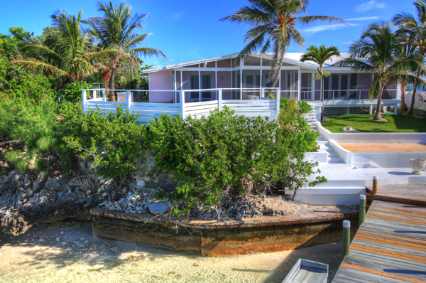Additional photo for property listing at Immaculately Restored Waterfront Eastern Shores Home, With 2 Docks & Pool Abaco, Bahama Eilanden