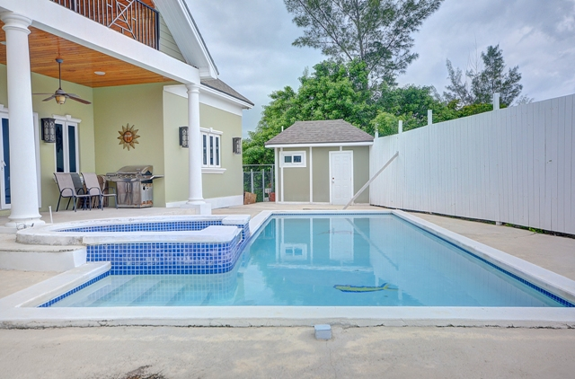 Additional photo for property listing at Prestigious Westridge Home Bahama Eilanden