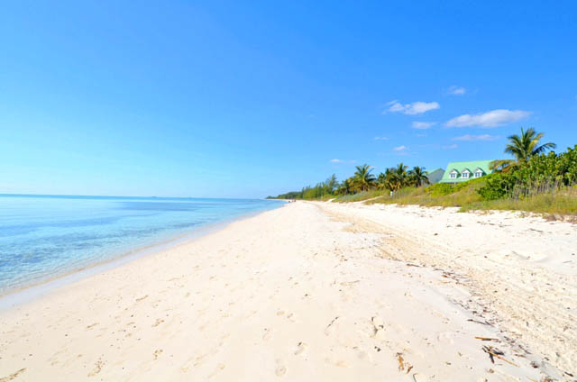 Additional photo for property listing at Excellent Home Adjacent to Beach in Gated Community of Fortune Cay! Fortune Beach, Grand Bahama, Bahamas