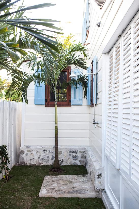 Additional photo for property listing at Beautifully Restored, Elegant Cottage in the Heart of Town Harbour Island, Bahamas