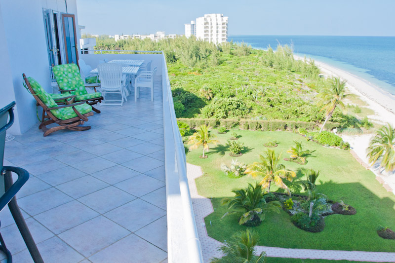Additional photo for property listing at Spacious Silver Point Penthouse with Dazzling Ocean and Beach Views 巴哈馬
