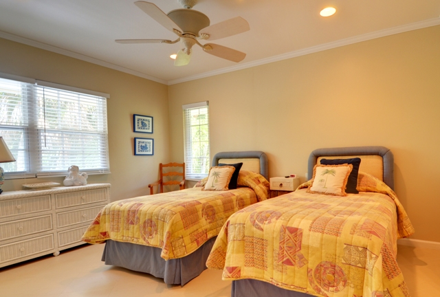 Additional photo for property listing at Large Clifton Bay House in Lyford Cay Bahamas