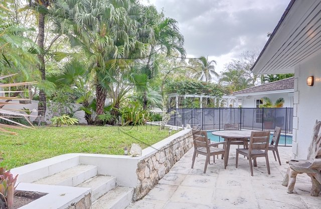 Additional photo for property listing at Contemporary Lyford Cay House Μπαχαμεσ