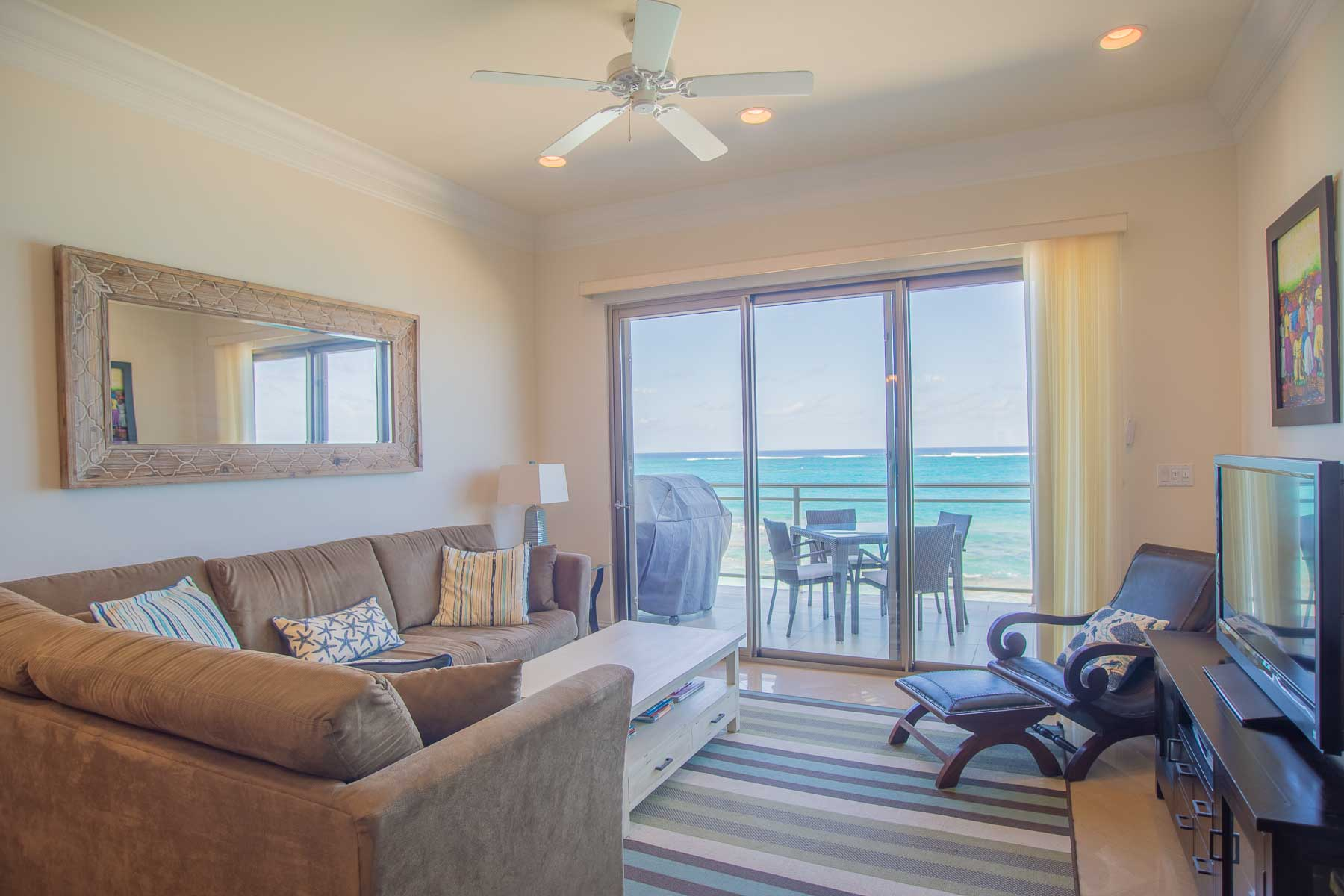 Additional photo for property listing at Beachfront Penthouse in Columbus Cove - MLS 32682 Love Beach, Nassau And Paradise Island, Bahamas