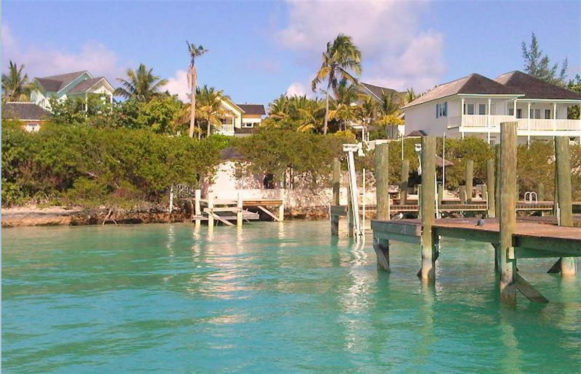 Additional photo for property listing at Dock Cottage, Shoreline Lot & Dock Slip Harbour Island MLS 24936 Harbour Island, Bahamalar