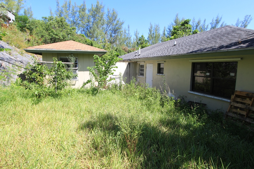 Additional photo for property listing at When location is key: Charming Duplex + Cottage, Dundas Town, Abaco Island Dundas Town, Abaco, Bahamas