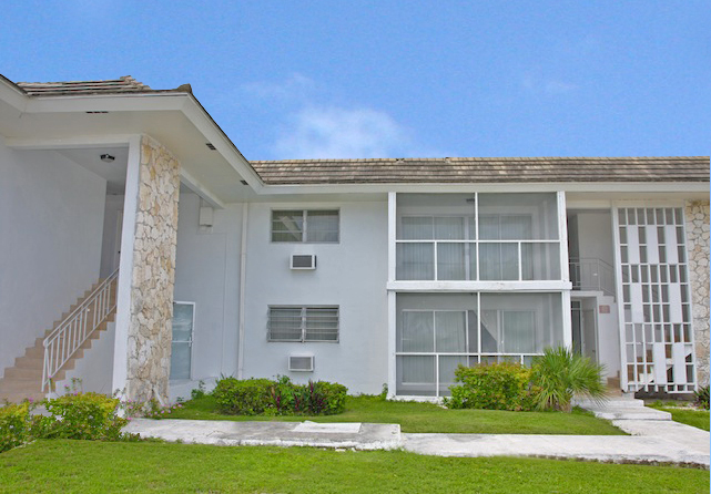 Additional photo for property listing at Popular Apartment Complex and vacant multi-family zoned land in superb location Bahama Eilanden