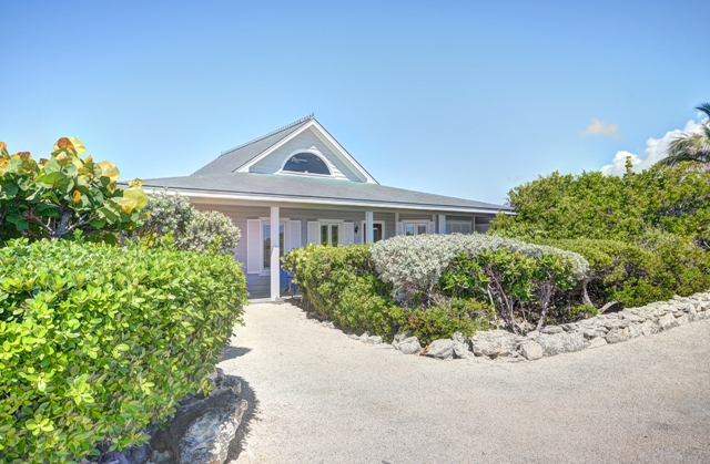 Additional photo for property listing at Beautiful Home Located at the center of The Abaco Club on Winding Bay (MLS 27561) Abaco, バハマ