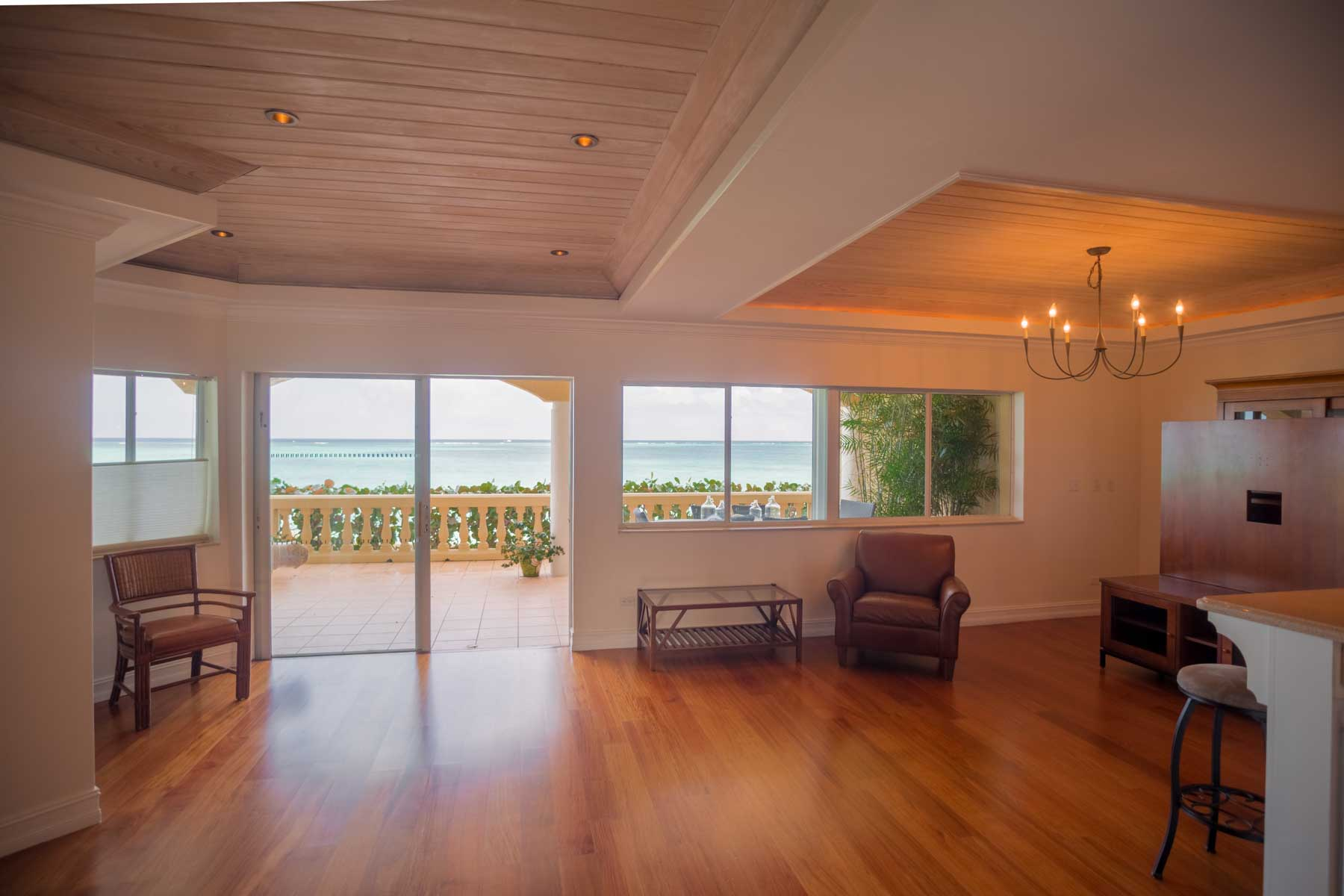 Additional photo for property listing at Newly Renovated Caves Point Condo Caves Point, Nueva Providencia / Nassau, Bahamas