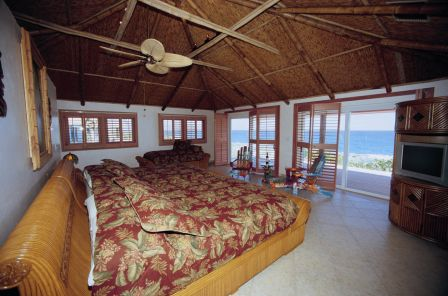 Additional photo for property listing at Beachfront Income Property Stella Maris, Long Island, Bahamas
