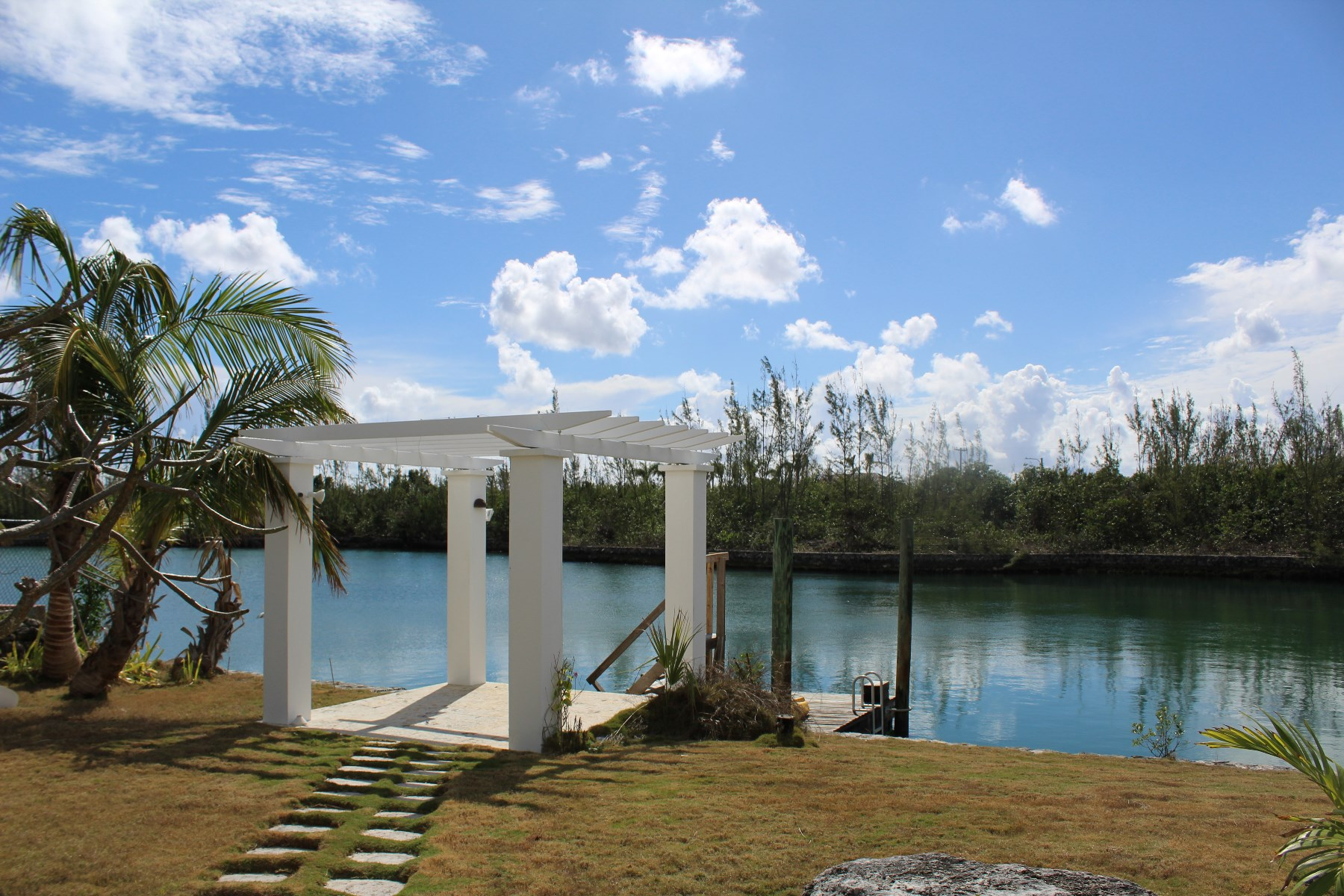 Additional photo for property listing at Tranquil Canal Front Home in Bell Channel Bay Bahama Eilanden