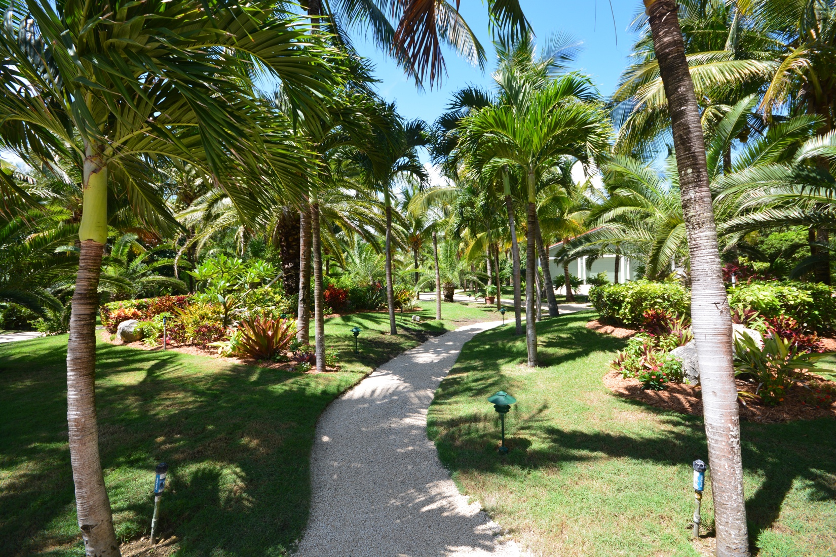 Additional photo for property listing at Luxury Beachfront Estate on Treasure Cay Beach Abaco, Bahama Eilanden
