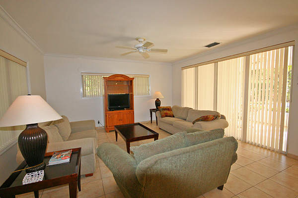Additional photo for property listing at Fabulous Home on gated grounds with Pool Greening Glade, Grand Bahama, Bahamas