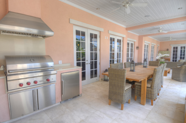 Additional photo for property listing at Luxury Home with Guest Cottage Bahamas