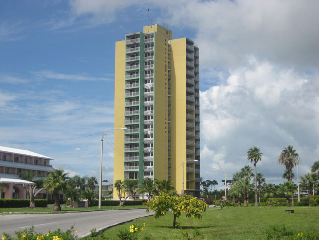 Additional photo for property listing at Apartment Building On The Mall Bahama Eilanden