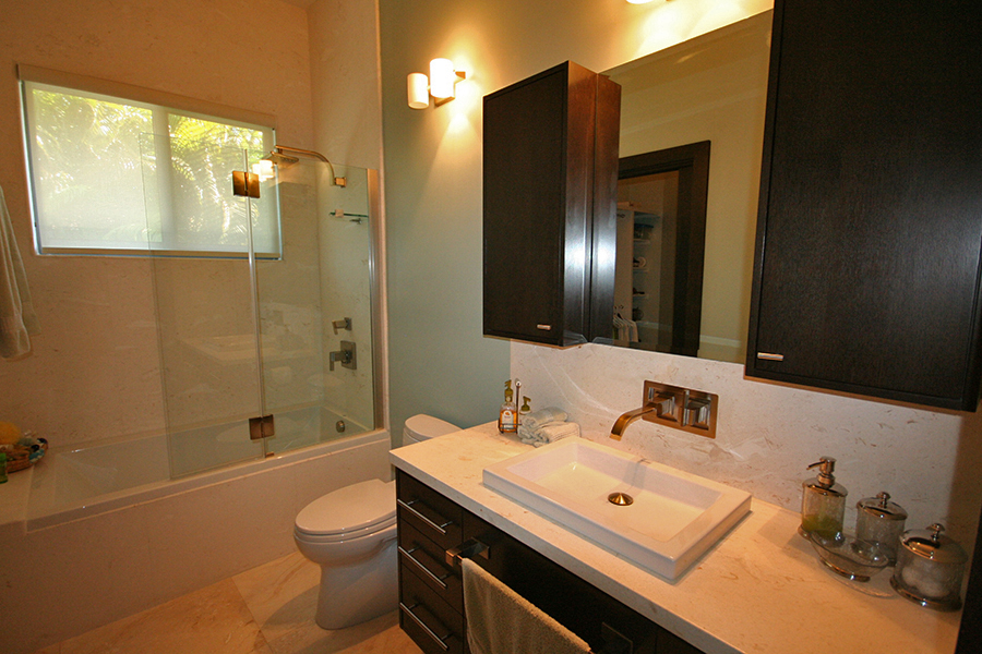 Additional photo for property listing at Newer Construction Canal Front Home in Upscale Neigborhood Near Beach Μπαχαμεσ