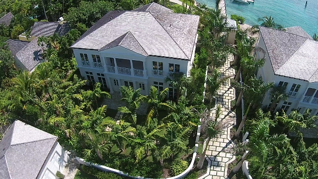 Additional photo for property listing at Beach House Harbourfront Villa 1 Nassau New Providence And Vicinity