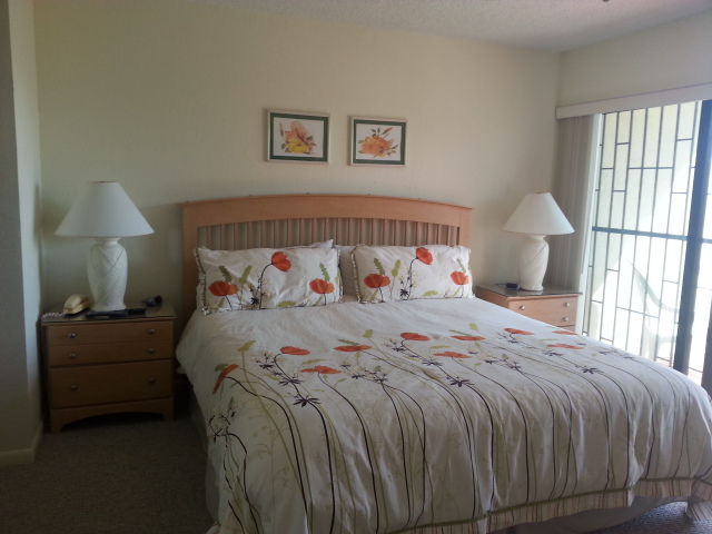 Additional photo for property listing at Oceanview condo at Cannes Village! Silver Cove, Grand Bahama, Bahamas