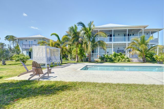 Additional photo for property listing at Classy Canalfront Caribbean Style Home in Fortune Bay! BAHAMAS