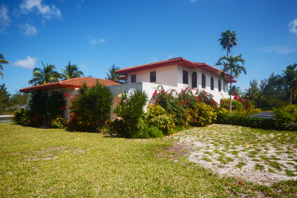 Additional photo for property listing at Waterfront Estate Home - Pine Bay, Lucaya - MLS 26880 Grand Bahama And Vicinity