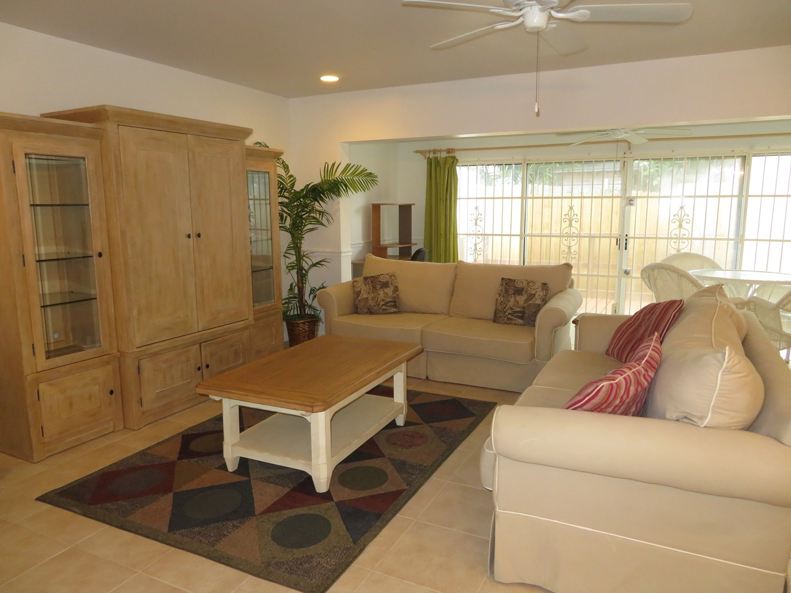 Additional photo for property listing at Spacious 3 bedroom condo with Garage near town and Cable Beach MLS31174 Nautica, Nassau And Paradise Island, Bahamas