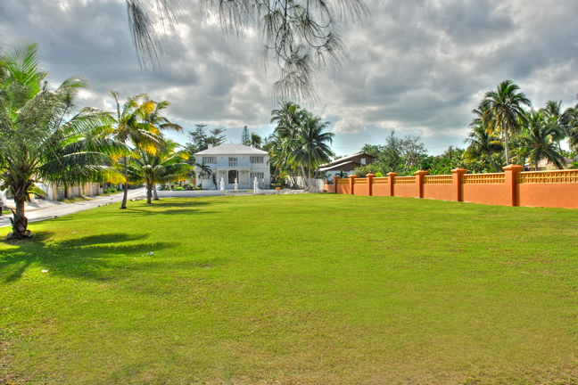 Additional photo for property listing at Large Family Home In The West On Two Lots Nassau New Providence And Vicinity