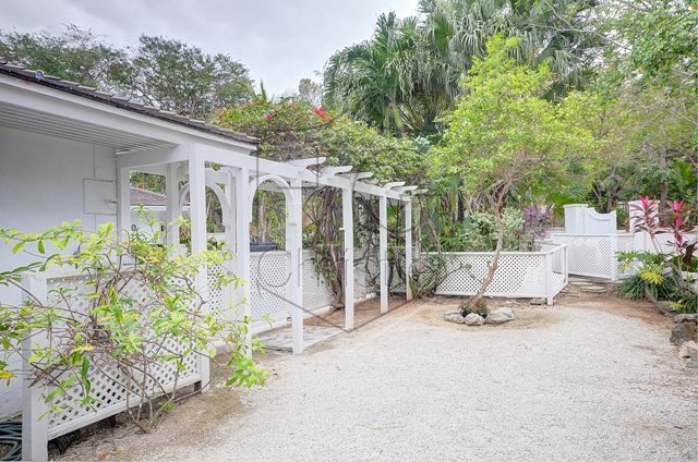 Additional photo for property listing at Contemporary Renovated Lyford Cay House バハマ