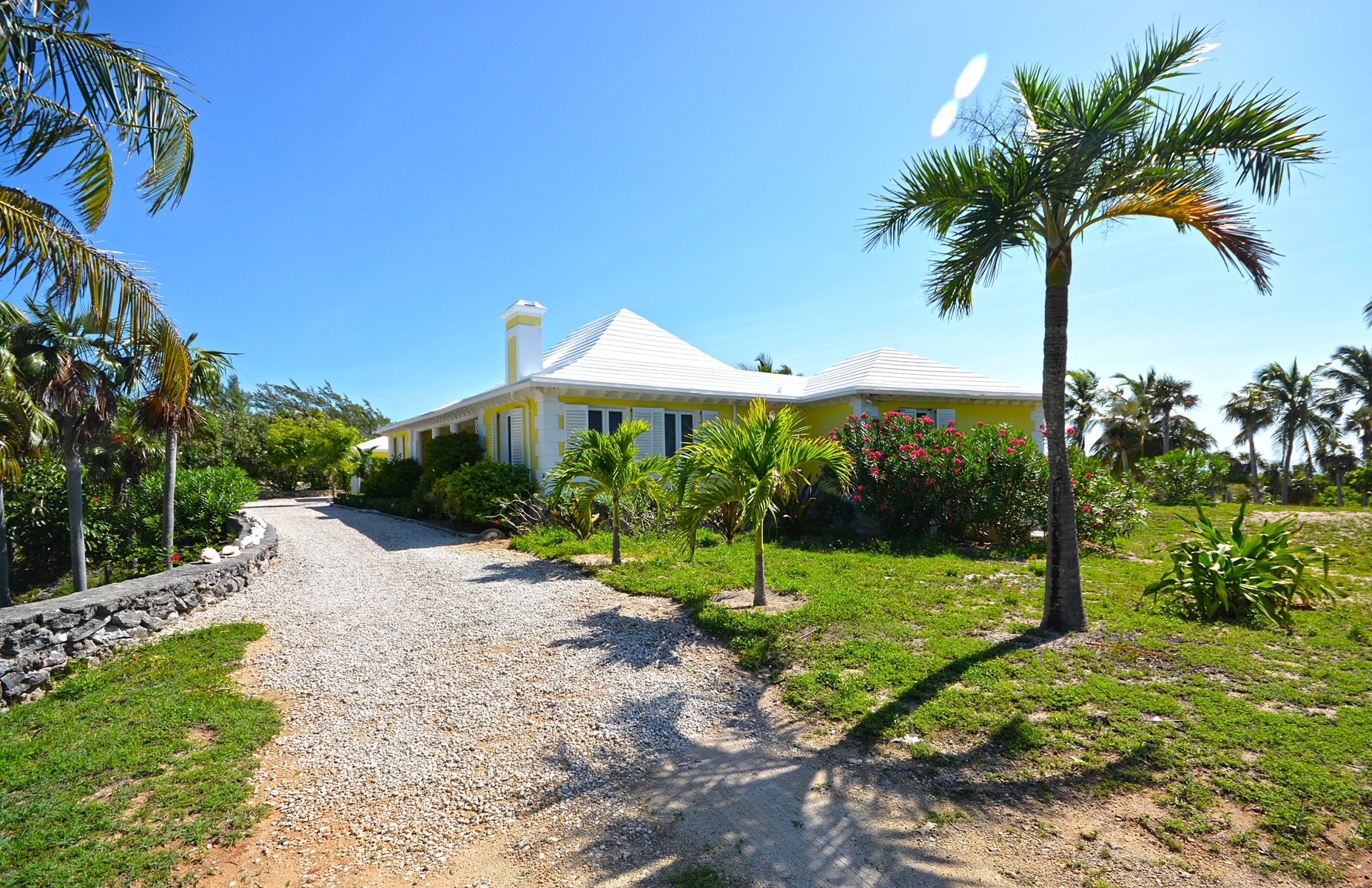 Additional photo for property listing at Mellow Yellow, Double Bay, Eleuthera  MLS 27217 Eleuthera, 巴哈馬