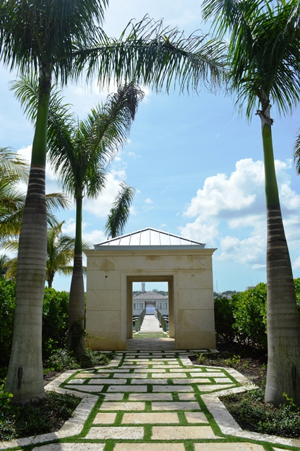 Additional photo for property listing at Beautiful Beach House Villa set on Colonial Beach, Paradise Island Paradise Island, Nassau And Paradise Island, Bahamas