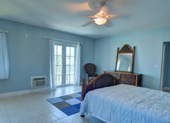 Additional photo for property listing at Classy Canalfront Caribbean Style Home in Fortune Bay! Μπαχαμεσ