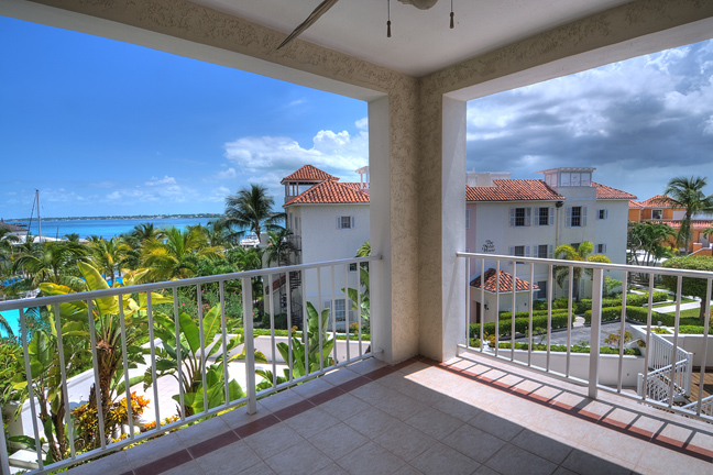 Additional photo for property listing at Paradise Harbour Club Penthouse Nassau New Providence And Vicinity