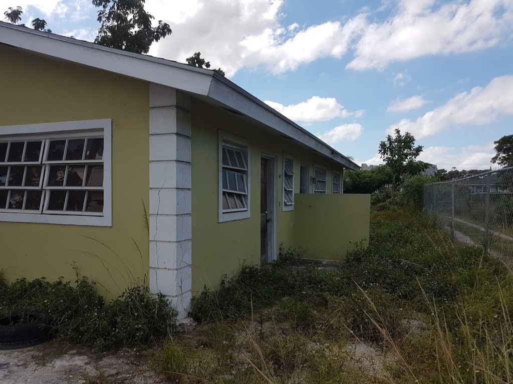 Additional photo for property listing at Duplex Property - McKinney Drive, Gladstone Road - MLS 31735 Fire Trail Road, Nassau And Paradise Island, Bahamas
